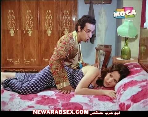 اثارة دلال عبد العزيز بقميص نوم على السرير احمد راتب