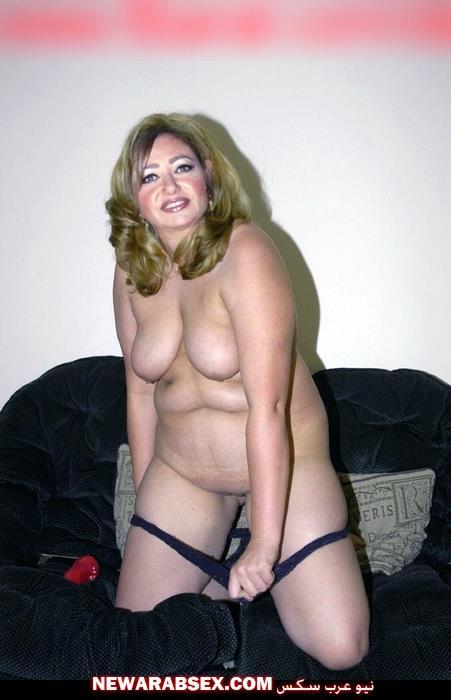 ليلى علوي تخلع ملابسها الداخلية