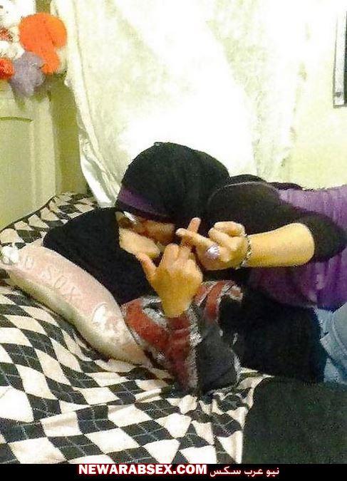 شرموطتين يمارسون السحاق بالحجاب