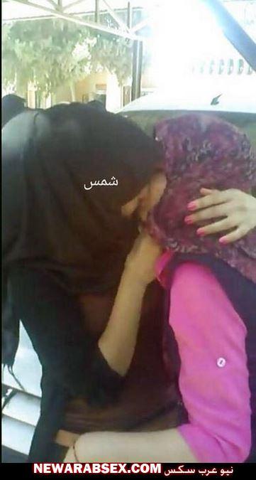 قبلة بنتين محجبات