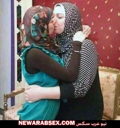 قبلة سحاق بالحجاب