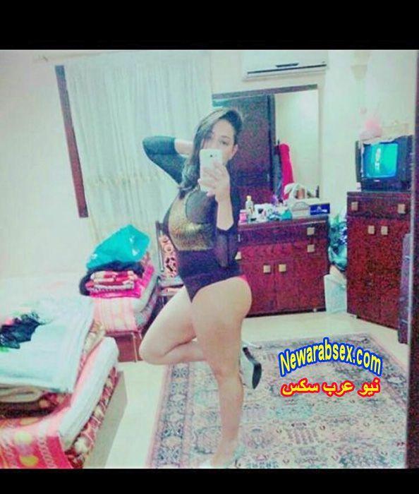 عارية في غرفتها