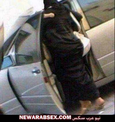 تركب السيارة