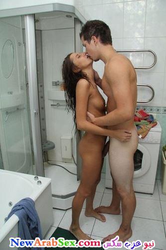 قبلات عارية في الحمام